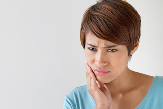 Women in pain due to tooth infection